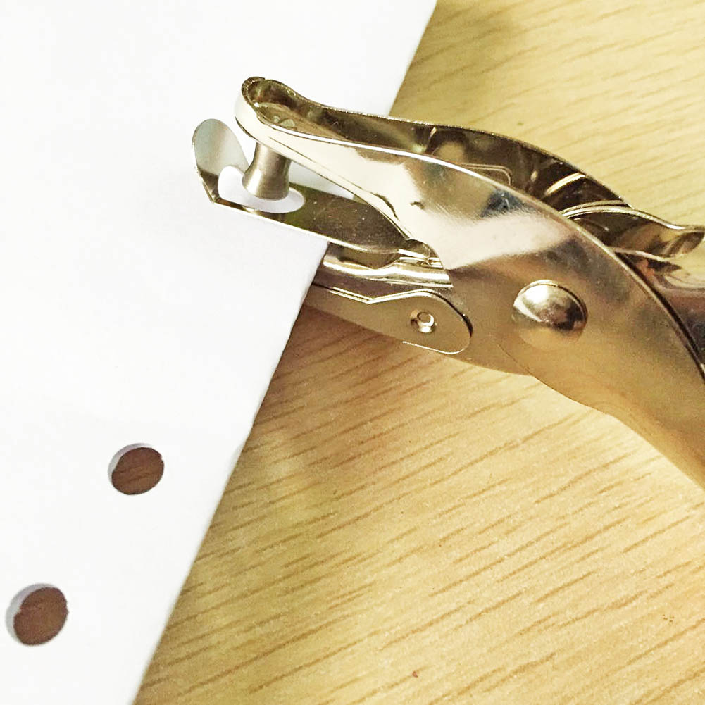 [해외]1 PCS 학교 사무실 Staionery 금속 단일 구멍 펀처 손 종이 펀치 단일 홀 Scrapbooking 펀치 금속 재료/1 PCS School Office Staionery Metal Single Hole Puncher Hand Paper Punch Sin